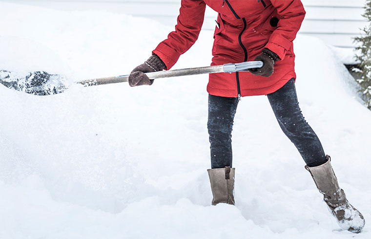 5 tips to shovel snow safely